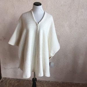 VINTAGE CREAM WOOL PONCHO